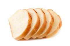 Le pain coupé en tranches d'isolement sur le blanc Image libre de droits