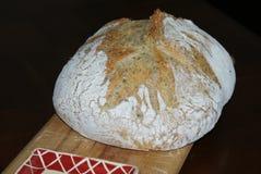 Le pain frais de Aucun-Malaxent le pain Photos stock