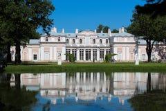 Le palais chinois en parc Image stock