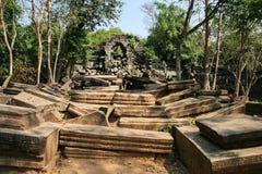 Le palais d'effondrement dans le mealea de beng, Cambodge Image stock