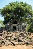 Le palais d'effondrement dans le mealea de beng, Cambodge Photos stock