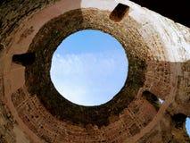 Le palais de Diocletian dans la fente, Croatie, recherchant par la tour de veticule photos libres de droits