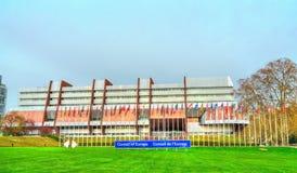 Le palais de l'Europe, construit en 1977, est le siège du Conseil de l'Europe et l'ancien siège du Parlement européen Photo stock