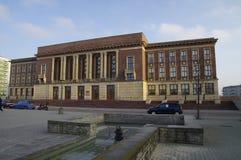 Le palais de la culture, centre de ville de Dabrowa Gornicza, région de la Silésie, Pologne image stock