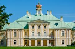 Le palais de Menshikov dans Oranienbaum - vieille résidence royale Images libres de droits