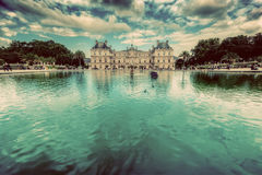Le palais du luxembourgeois aux jardins du Luxembourg à Paris, France Images libres de droits