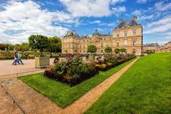 Le palais du luxembourgeois aux jardins du Luxembourg à Paris, France Photographie stock libre de droits