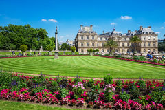 Le palais du luxembourgeois aux jardins du Luxembourg, Paris, France Images libres de droits