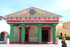 Le Palais Konfekt på parkerar Asterix, Ile de France, Frankrike royaltyfria bilder