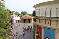 Le Palais Konfekt sikt från den Les Espions de Cesar dragningen på Park Asterix, Ile de France, Frankrike arkivfoto