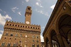 Le Palazzo Vecchio dans le forteresse-palais massif, roman, crénelé, est l'hôtel de ville de Florence, Italie photographie stock