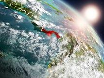 Le Panama de l'espace pendant le lever de soleil illustration stock