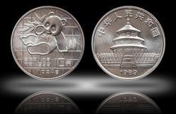 Le panda de la Chine la pièce en argent de 10 dix yuans once argentée fine de 1 once 999 a monnayé 1989 photos stock