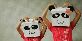 Le panda souriant modèle l'amour de sentiment Photographie stock libre de droits