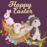 Le panier a décoré des oeufs de pâques sur l'herbe verte pour la célébration de vacances, lapins colorés Joyeuses Pâques de print Photographie stock libre de droits