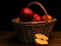 Le panier des pommes Photo stock