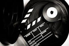 Le panneau de clapet de film sur le film de 35 millimètres tournoie Photo stock