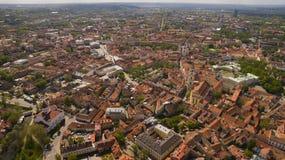 Le panorama aérien a tiré de la vieille ville en capitale de la Lithuanie, Vilnius Photo stock