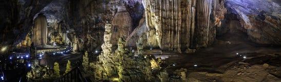Le panorama de caverne de paradis, Phong Nha-KE frappent le parc national, région centrale du nord de côte, Vietnam photographie stock libre de droits