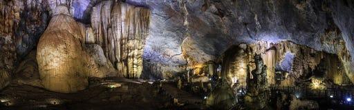 Le panorama de caverne de paradis, Phong Nha-KE frappent le parc national, région centrale du nord de côte, Vietnam photos stock