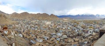 Le panorama de Leh, ville de Leh est situé en Himalaya indien a photo stock