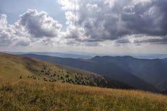 Le panorama de montagnes, tempête vient Images libres de droits