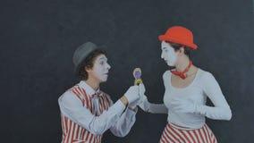 Le pantomime fait une proposition de mariage Image libre de droits
