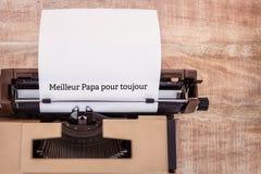 Le papa de Meilleur versent des toujours écrits sur le papier Images libres de droits