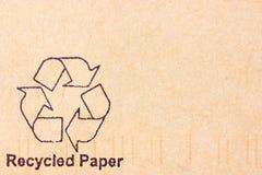 Le papier avec réutilisent le symbole Images stock