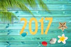 Le papier a coupé 2017, fond tropical de vacances avec le palmier Photo libre de droits