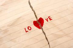 Le papier déchiré indique l'amour Photographie stock