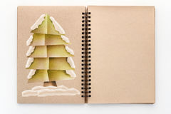 Le papier d'arbre de X'mas a coupé le style sur le carnet à dessins de page vide Image libre de droits