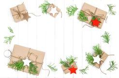 Le papier de décoration de Noël de cadeaux étiquette le fond de vacances Photo libre de droits