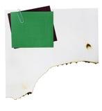Le papier de note et le trombone sur le livre blanc brûlent Photographie stock libre de droits