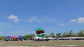 Le parachutiste débarquait dedans à la cible, atterrissage d'exactitude, banque de vidéos