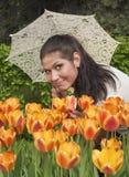 le paraply för brunett Royaltyfri Foto