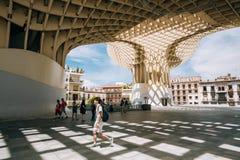 Le parasol de Metropol est Plaza de la Encar localisée par structure en bois Images libres de droits