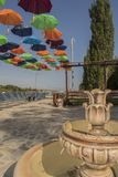 Le parc avec des parapluies dans la ville de Beloslav Photos libres de droits