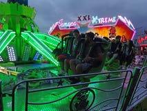 Le parc d'attractions d'amusement monte à Barcelone Espagne images libres de droits