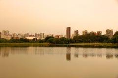 Soirée en parc d'Ibirapuera à Sao Paulo Image stock