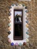 Le parc Guell a reflété par lui-même - Barcelone/Espagne images stock