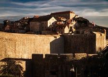 Le pareti della città di Motovun La Croazia immagine stock