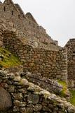 Le pareti di pietra di un'inca fortificano nelle montagne Fotografie Stock Libere da Diritti
