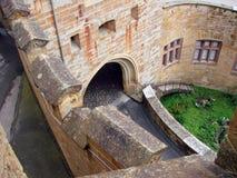 Le pareti ed i portoni del castello fotografia stock libera da diritti