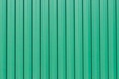 Le pareti ondulate verdi del metallo, fondo fotografia stock libera da diritti