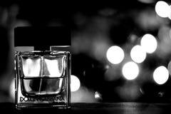 Le parfum de luxe de Dolce et de Gabbana a tiré avec le backround B&W de Noël Image stock