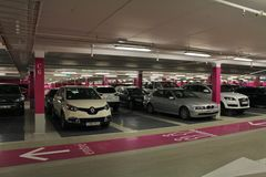 Le parking dans le mail de la Scandinavie Images libres de droits