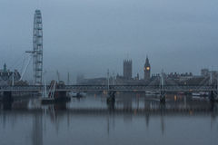 Le Parlement, Big Ben, oeil de Londres et ponts d'or de jubilé Image libre de droits