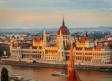 Le Parlement de Budapest au coucher du soleil Photo libre de droits