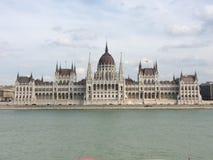Le parlement de Budapest un jour nuageux photographie stock